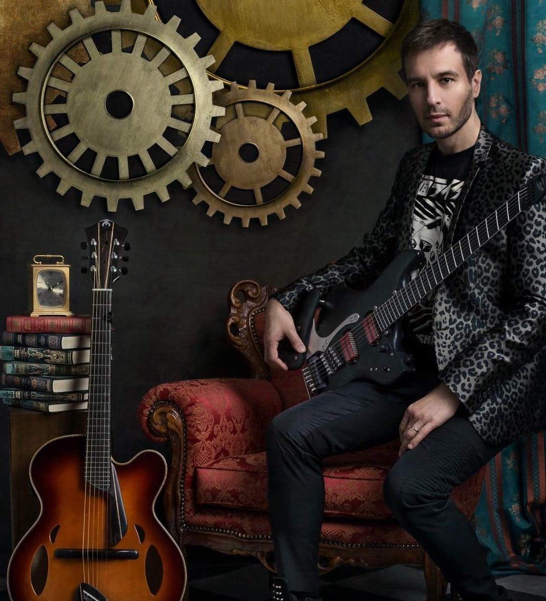 Fabio Mittino with his Mirabella Guitar
